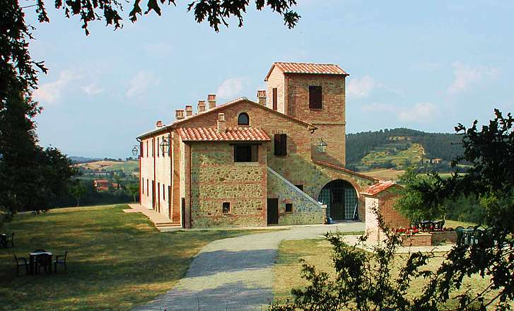 Details citeno all properties in tuscany siena for Rent a house in tuscany