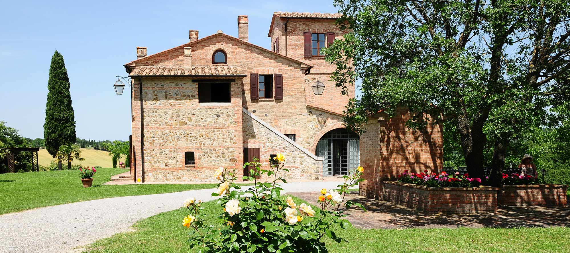 CITENO Villa is a large freestanding Tuscan