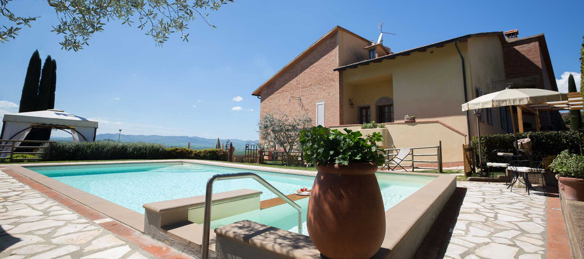 Details Montaione Villa - All Properties in Tuscany - Florence