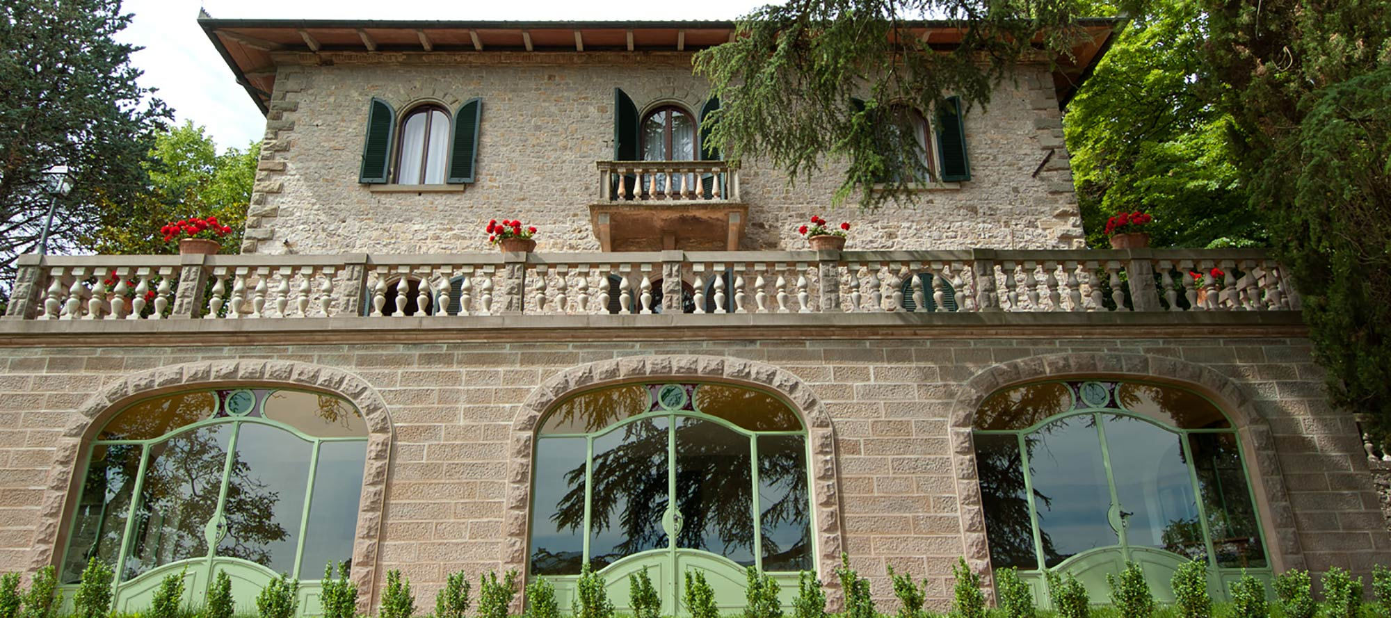 An impressive example of Tuscan manor this
